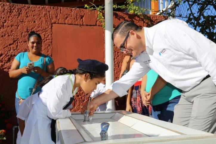 Entrega Seapal Bebederos al Preescolar Gabriela Mistral