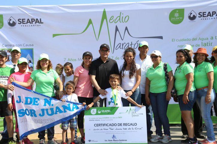 Contribuye Medio Maratón de Seapal a la educación en Puerto Vallarta