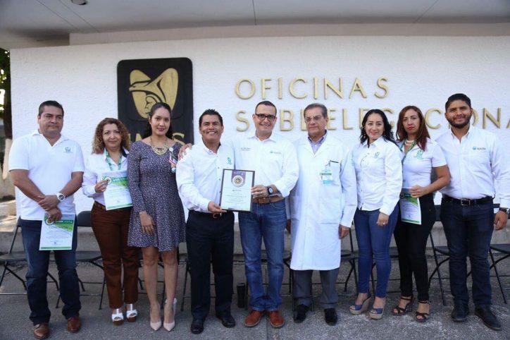 Entrega Abarca certificación a la Subdelegación del IMSS Puerto Vallarta