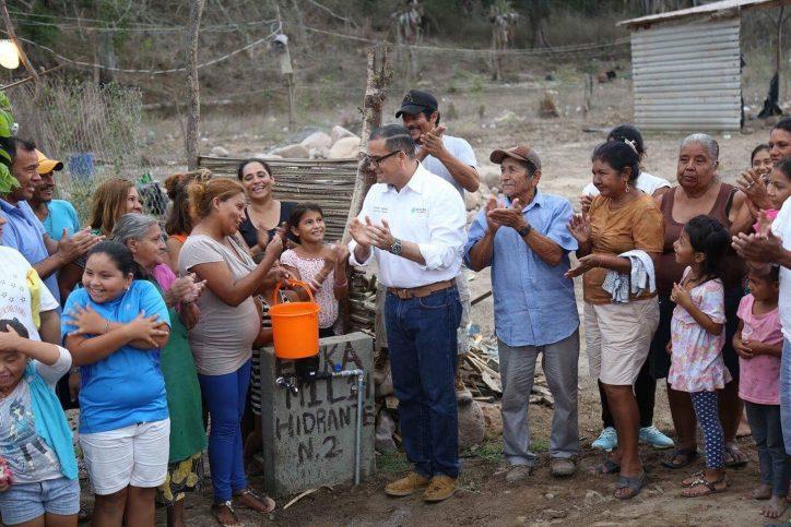Inaugura Abarca obra de agua potable en Tabachines