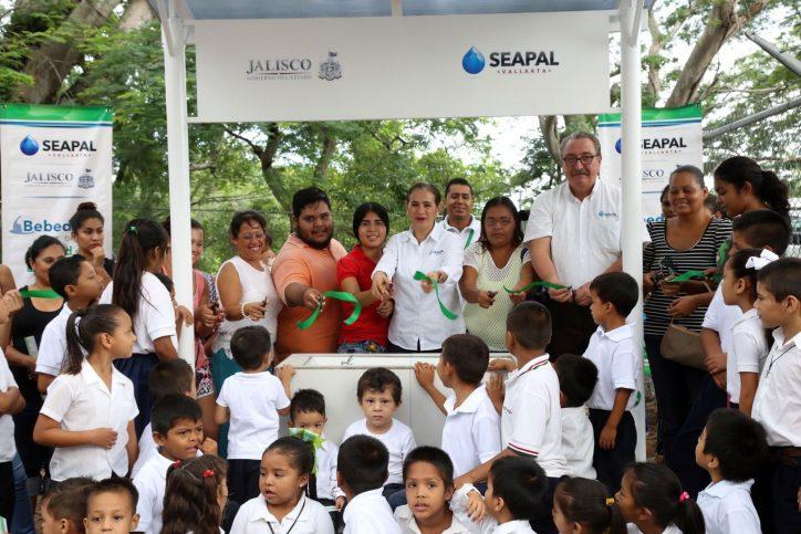 Entrega Seapal Bebederos en escuelas de Arboledas y Colinas del Valle
