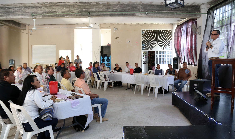 Refrenda Abarca compromiso con la comunidad cristiana del municipio