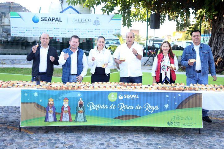 Comparte la Familia Seapal la tradicional Rosca de Reyes