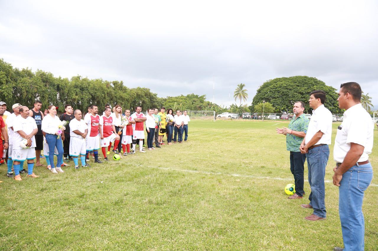 Inaugura Andrés el XX Torneo Interno de Futbol de Seapal Vallarta